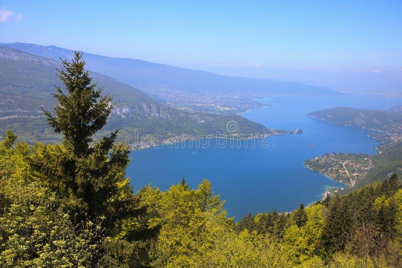 Vista del lago annecy de Col du Forclaz fotos de archivo libres de regalías
