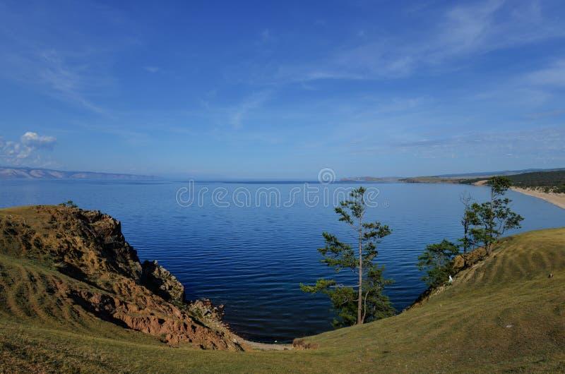 Vista del lago Baikal de la isla de Olkhon imagen de archivo
