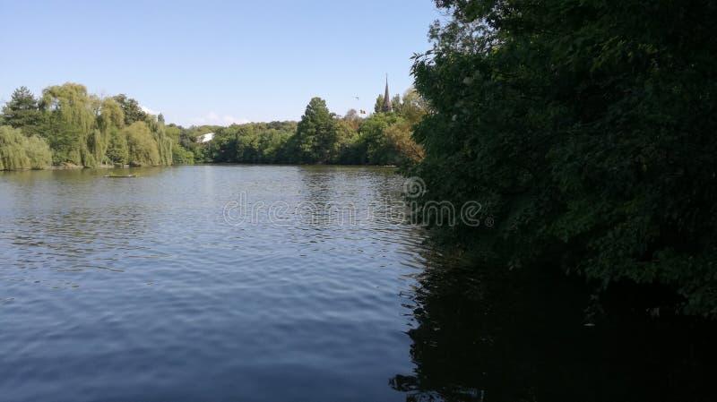 Vista del lago a Bucarest immagini stock libere da diritti