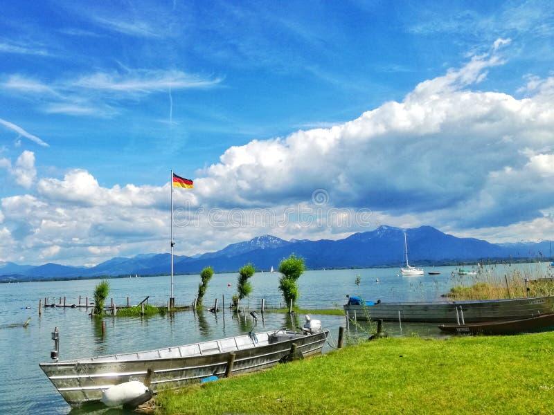 Vista del lago Chiemsee immagine stock libera da diritti