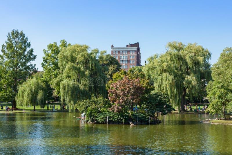 Vista del lago común del parque en Boston imagenes de archivo