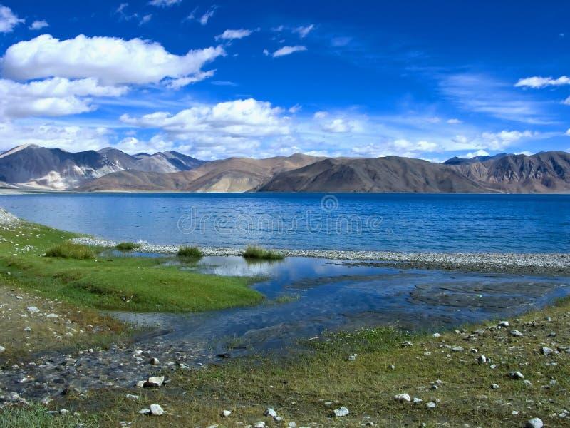 Vista del lago del pangong foto de archivo libre de regalías