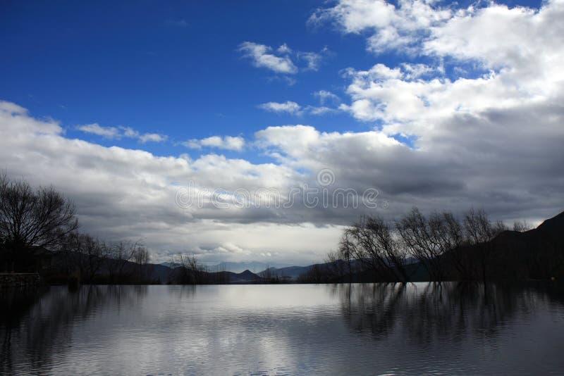 Vista del lago di Lijiang fotografia stock libera da diritti