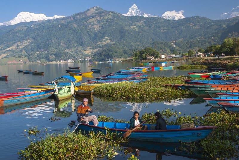 Vista del lago en Pokhara imagen de archivo