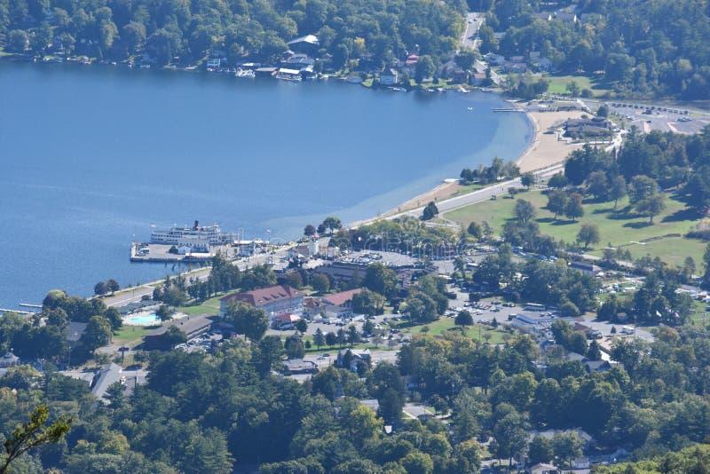Vista del lago George, de la montaña de la perspectiva, en Nueva York imagen de archivo libre de regalías