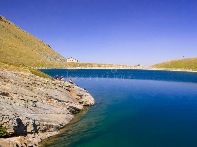 Vista del lago glaciale in sosta nazionale Pelister in Macedonia immagini stock libere da diritti