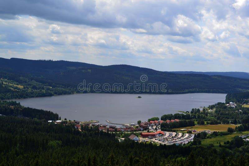 Vista del lago Lipno immagini stock