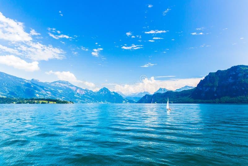 Vista del lago Lucerna immagine stock