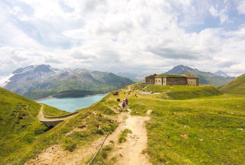 Vista del lago Mont-Cenis da proprio forte Roncia fotografie stock