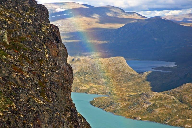 Vista del lago mountain Sosta nazionale di Jotunheimen norway fotografia stock libera da diritti