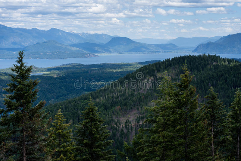 Vista del lago Pend Oreille en Idaho, los E.E.U.U. imagenes de archivo