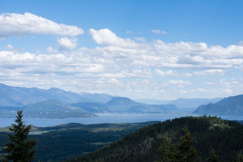 Vista del lago Pend Oreille en Idaho, los E.E.U.U. fotos de archivo libres de regalías