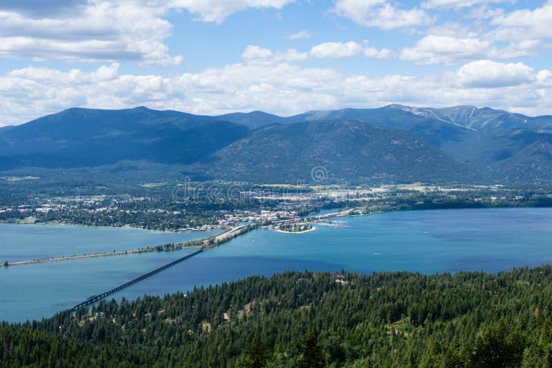 Vista del lago Pend Oreille y de la ciudad de Sandpoint, Idaho fotografía de archivo libre de regalías