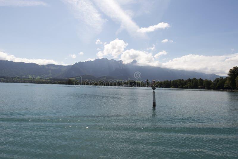 Vista del lago Thun immagini stock libere da diritti