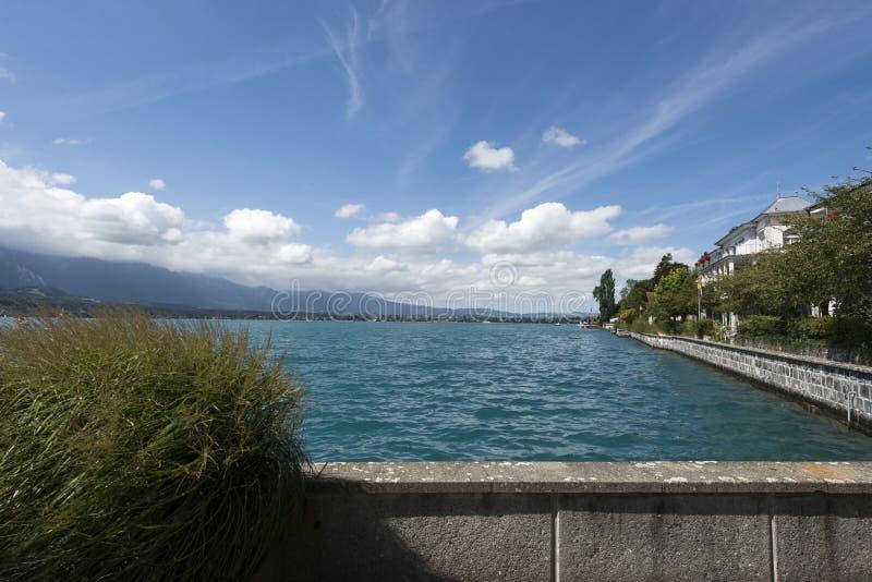 Vista del lago Thun immagine stock