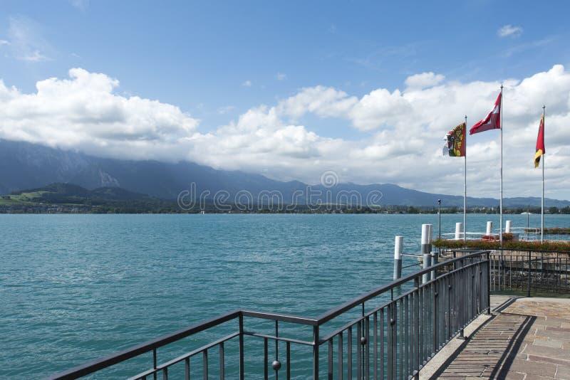 Vista del lago Thun fotografia stock