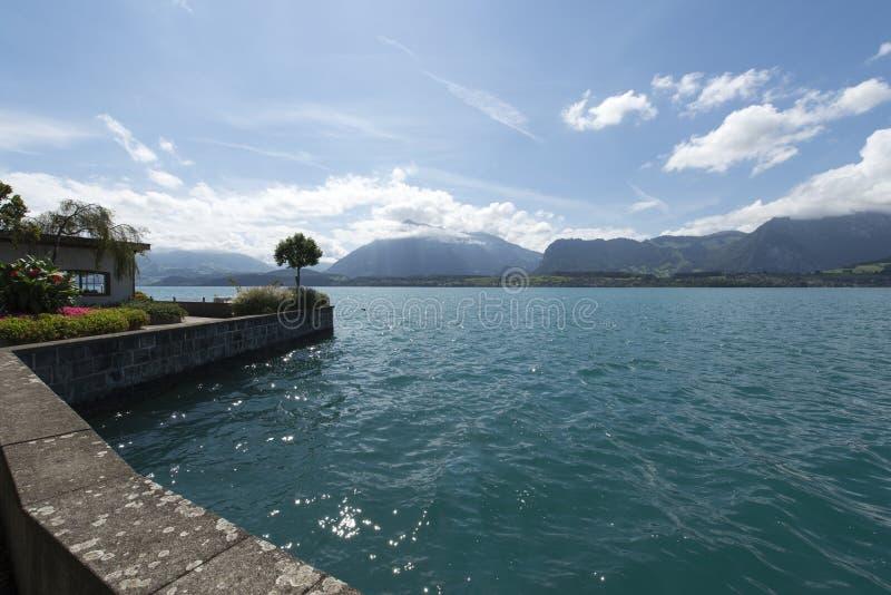 Vista del lago Thun immagine stock libera da diritti