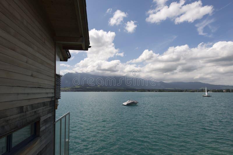 Vista del lago Thun fotografie stock