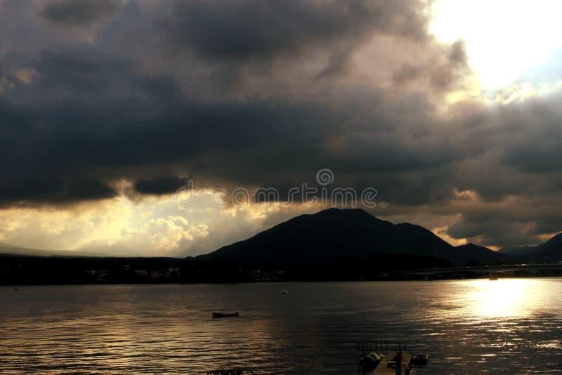 Vista del lago Toya, Hokaido, Japón imagen de archivo libre de regalías