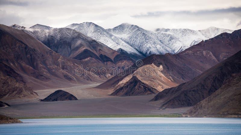 Vista del lago tso de Pangong fotografía de archivo libre de regalías