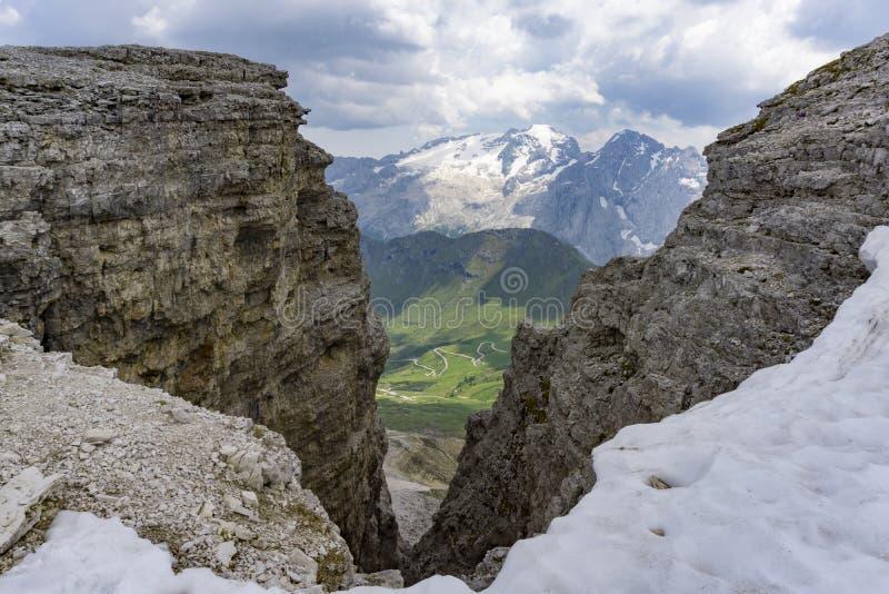 Vista del macizo de la mermelada de la cumbre del Sass Pordoi imágenes de archivo libres de regalías