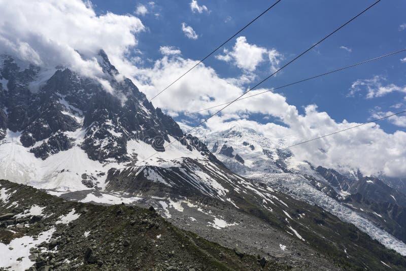 Vista del macizo y del glaciar de Mont Blanc en junio Montan@as francesas imagen de archivo libre de regalías