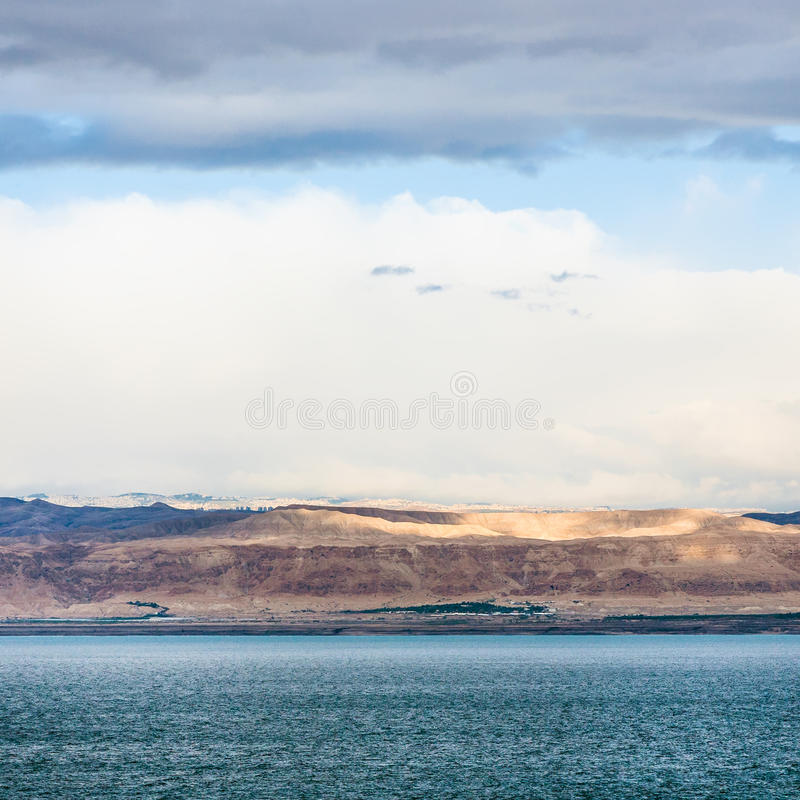 Vista del mar Morto e di Gerusalemme su alba di inverno immagini stock libere da diritti