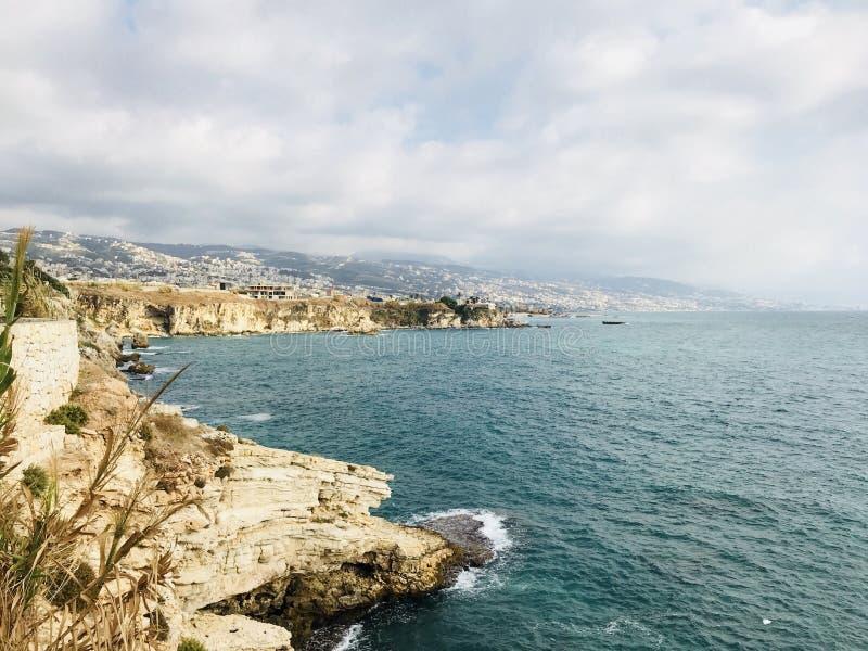 Vista del mare Amchit Distretto di Jbeil Il Libano Medio Oriente fotografie stock libere da diritti