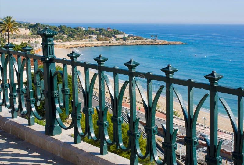 Vista del mare dal balconi. immagine stock