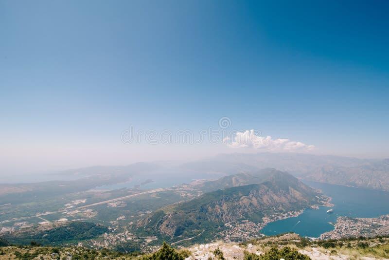 Vista del mare della baia di Boko-Cattaro nel Montenegro fotografia stock