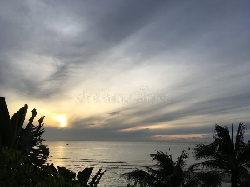 Vista del mare di Sceanic ad alba, Hauhin, Tailandia fotografia stock libera da diritti