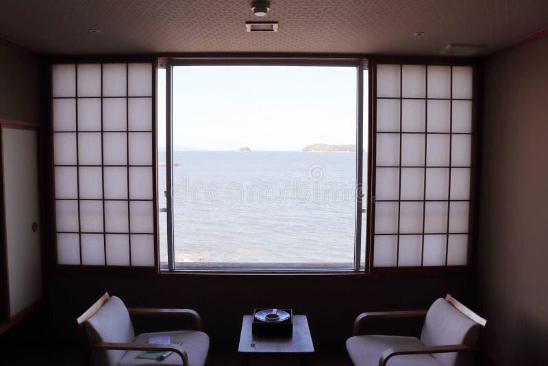 Vista del mare nella finestra fotografie stock
