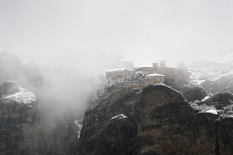 Vista del monastero di Varlaam in inverno, Meteora fotografie stock libere da diritti