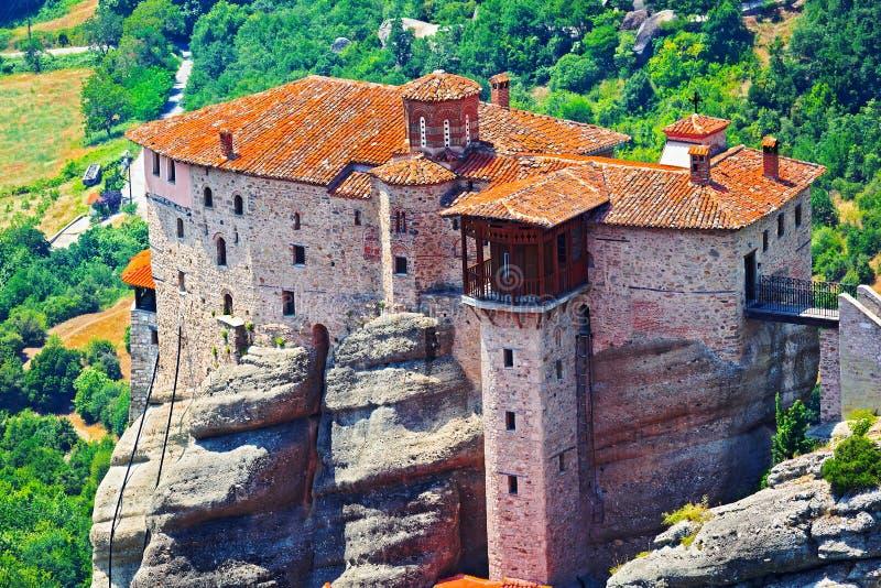 Vista del monastero santo della Rousanou-st Barbara Meteora, Grecia immagine stock