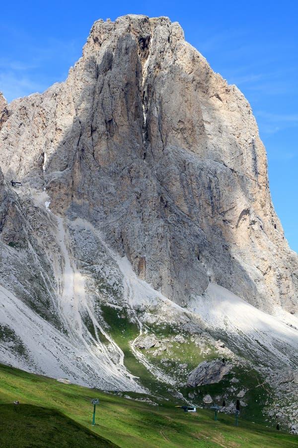 Vista del montaje de Sassolungo, dolomías italianas fotografía de archivo libre de regalías