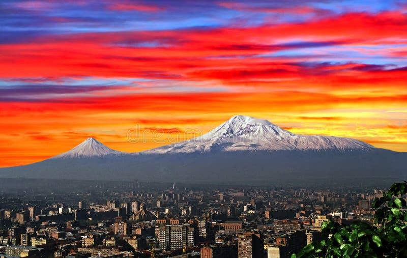 Vista del monte Ararat majestuoso imagen de archivo libre de regalías