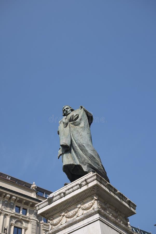 Vista del monumento de Giuseppe Parini fotos de archivo libres de regalías