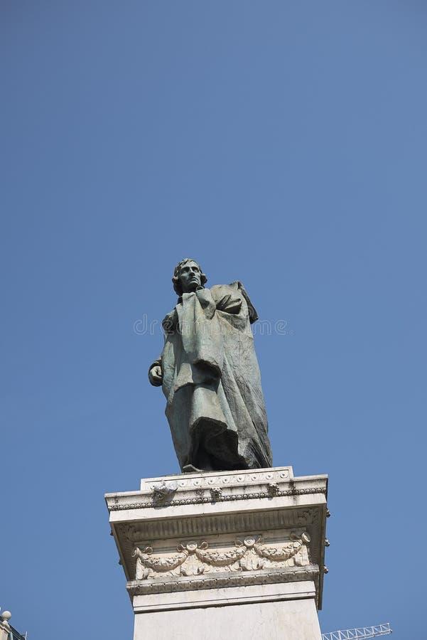 Vista del monumento de Giuseppe Parini imagen de archivo