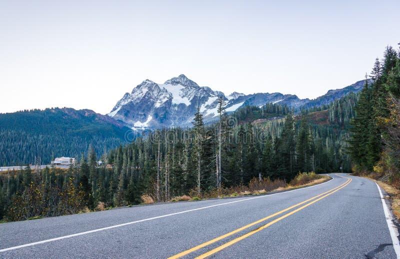 Vista del mt Shuksan, vista scenica in Mt Panettiere Snoqualmie National Forest Park, Washington, U.S.A. fotografia stock