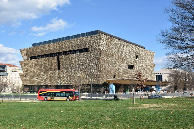 Vista del Museo Nacional de Smithsonian de la historia afroamericana y de la cultura (NMAAHC) Washington DC, los E foto de archivo libre de regalías