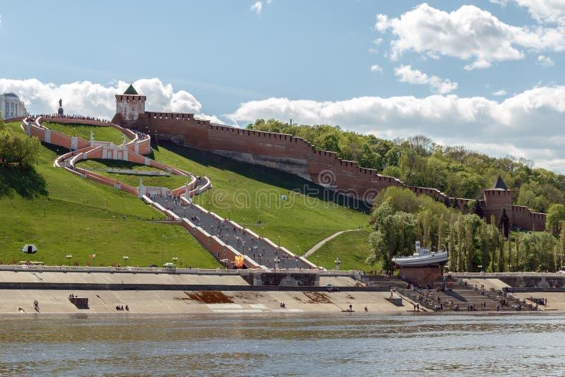 Vista del Nizhny Novgorod el Kremlin y de las escaleras de Chkalov del imagenes de archivo