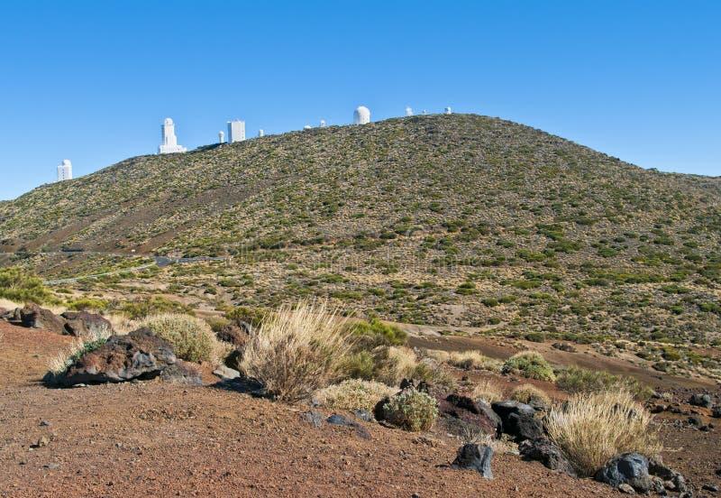 Vista del observatorio astronómico en desierto de la montaña foto de archivo libre de regalías