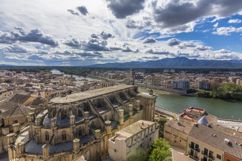 Vista del og Tortosa de la catedral del castillo de Suda Cataluña, España fotografía de archivo libre de regalías