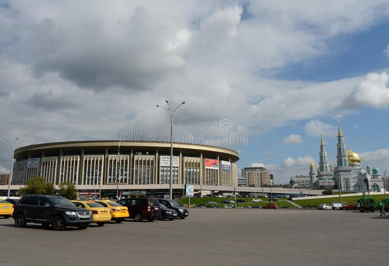 Vista del ` olimpico del ` complesso di sport e della moschea della cattedrale di Mosca immagini stock
