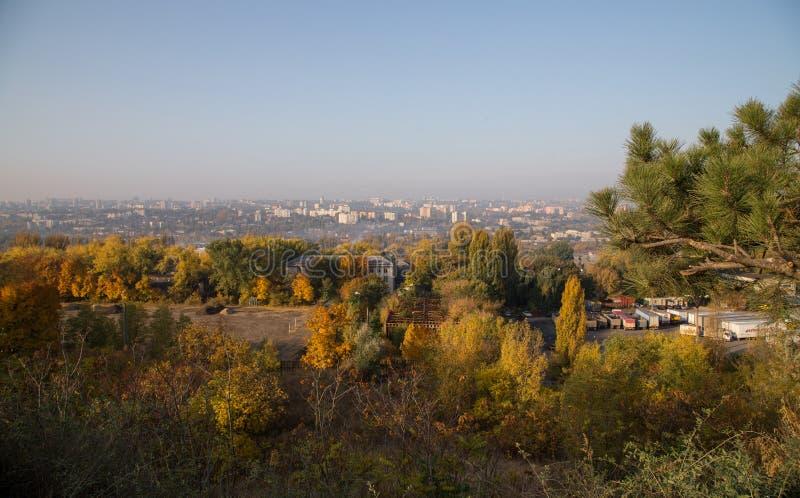 Vista del otoño Chisinau fotos de archivo