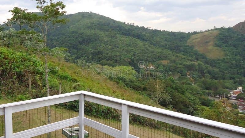 Vista del paesaggio da un balcone immagini stock