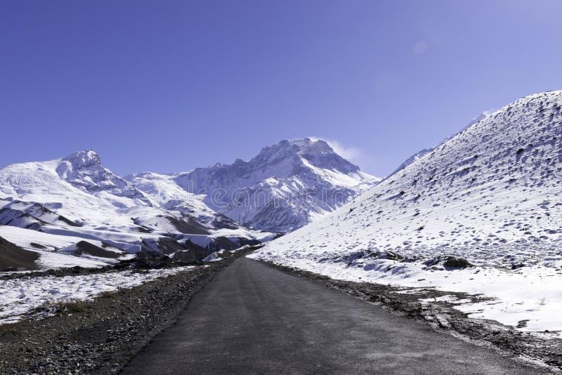 Vista del paesaggio della montagna immagini stock libere da diritti