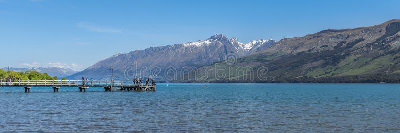 Vista del paesaggio del lago Wakatipu, Queenstown, Nuova Zelanda Copi lo spazio per testo fotografia stock