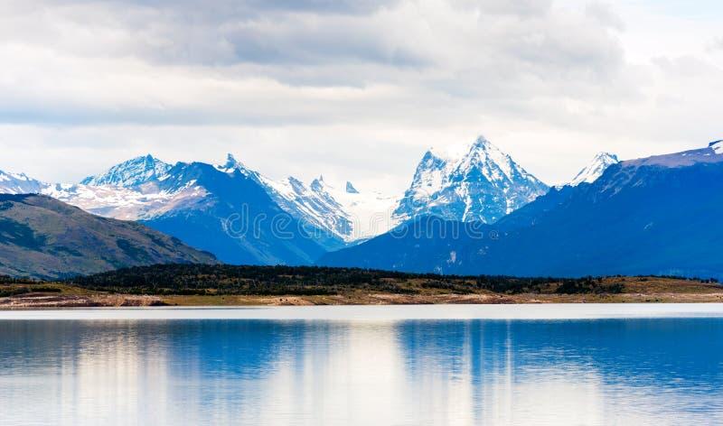 Vista del paisaje de la montaña, Perito Moreno Glacier, Patagonia, la Argentina Copie el espacio para el texto imagenes de archivo