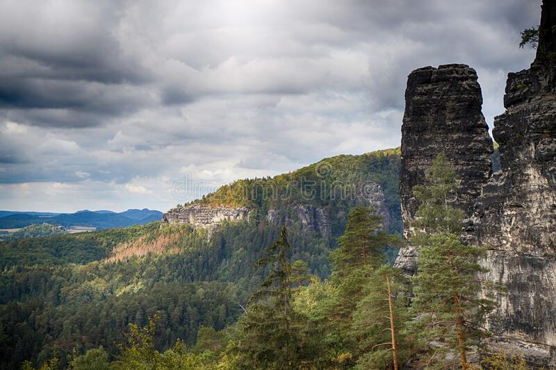 Vista del paisaje natural de Pravcicka brana imagenes de archivo